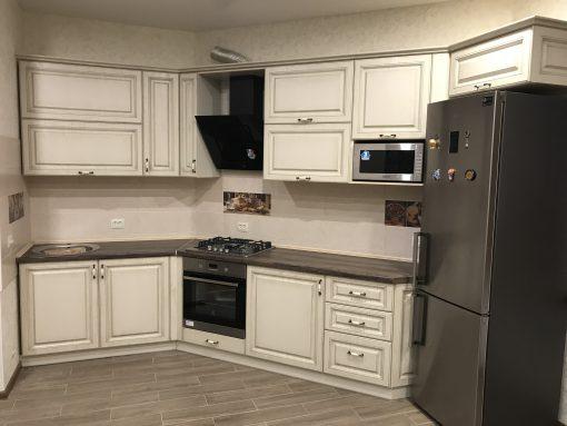 кухня с классичискем шкафами