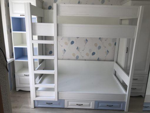 Светло голубая детская кровать