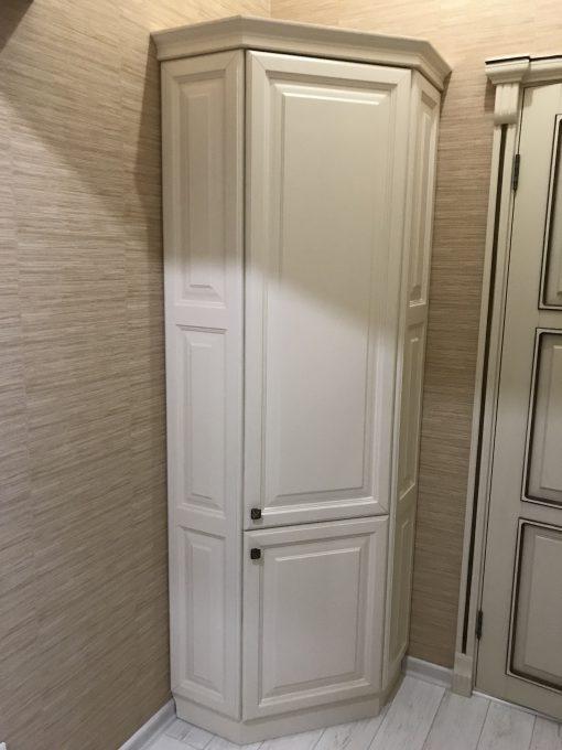 угловой небольшой шкаф белого цвета