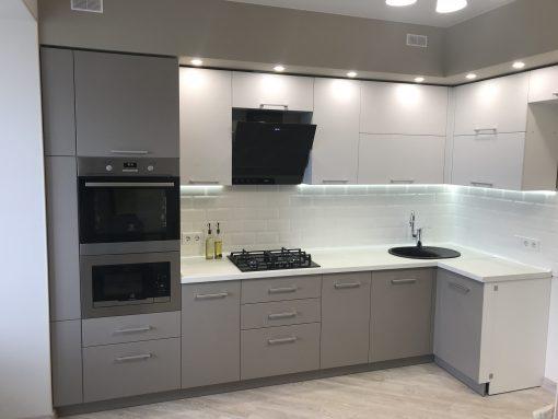 кухня модерн черно-белая
