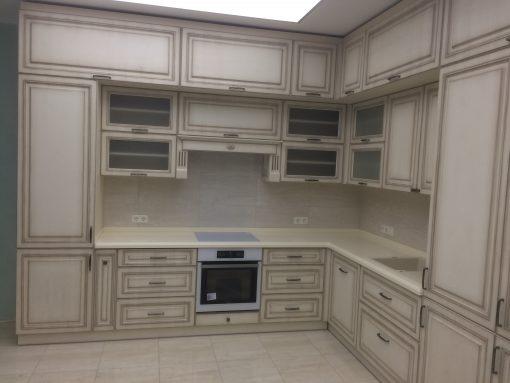 кухня светло-серая классик