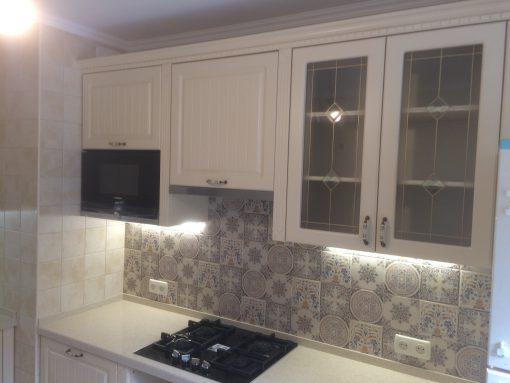 мраморная кухня с подсветкой