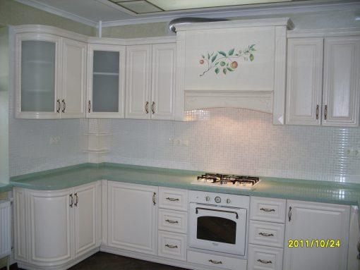 кухня белая с оливкой